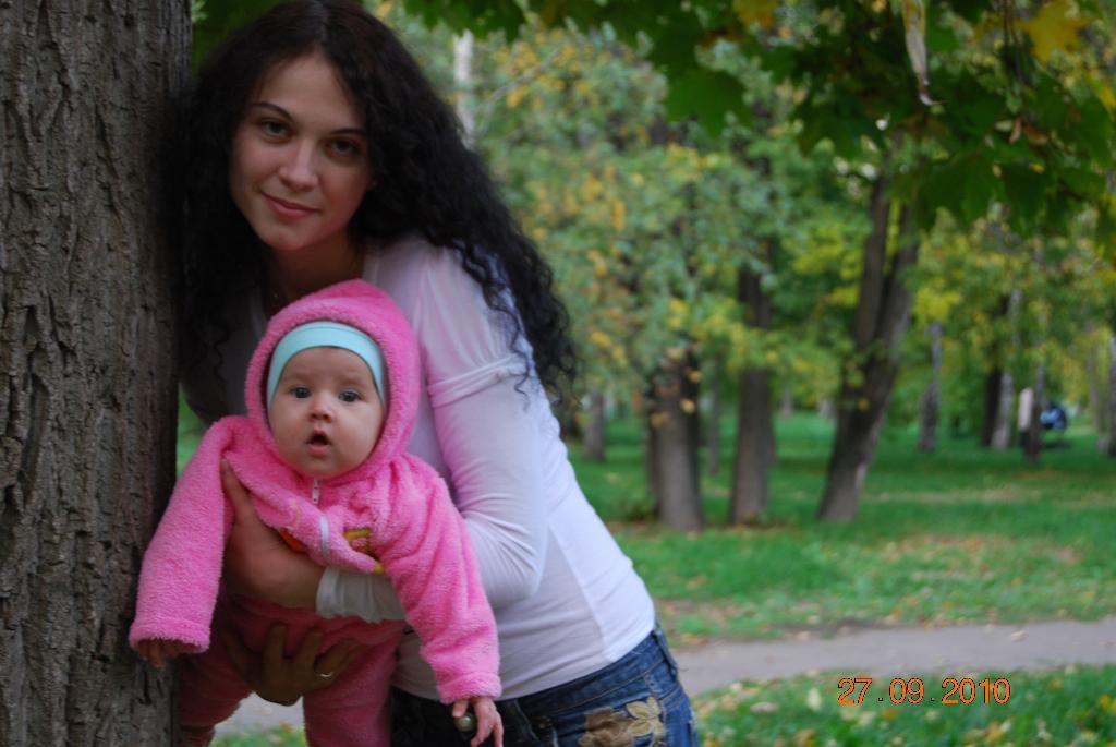 Первая осень!!!. С мамой на прогулке