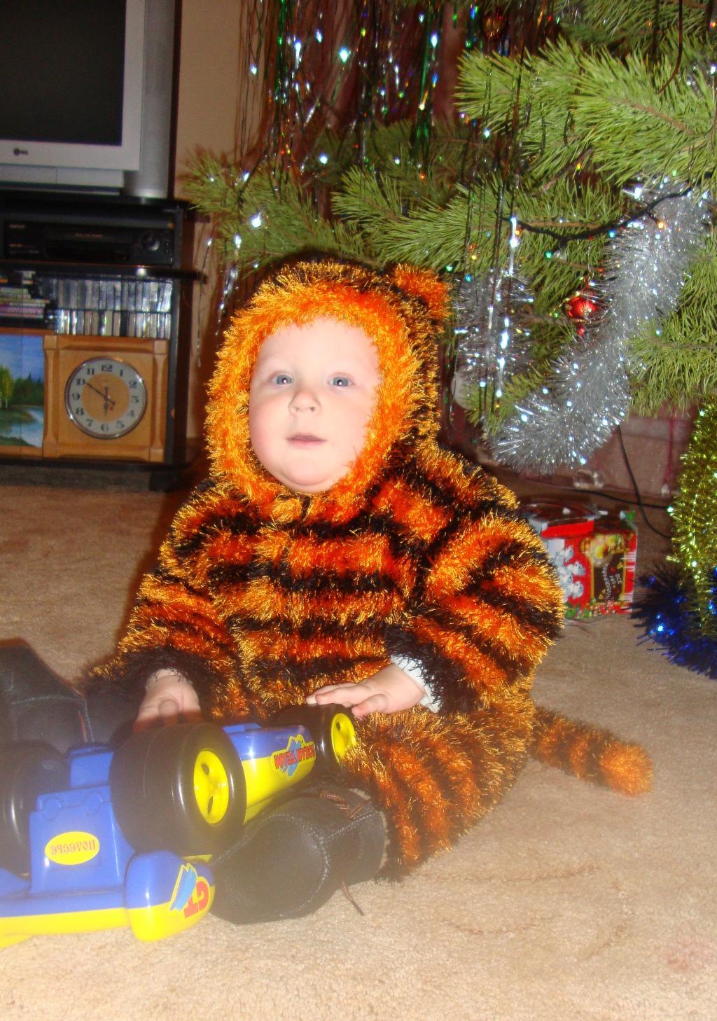 тигруля-игруля,9 месяцев. Новогодний карнавал