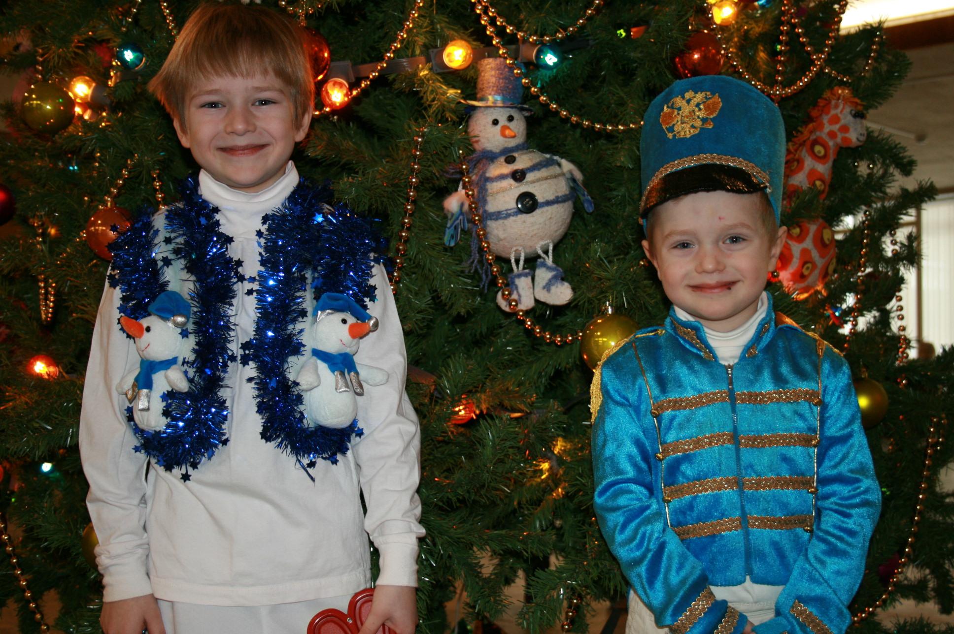 Счастье у Новогодней елки!. Новогодний карнавал