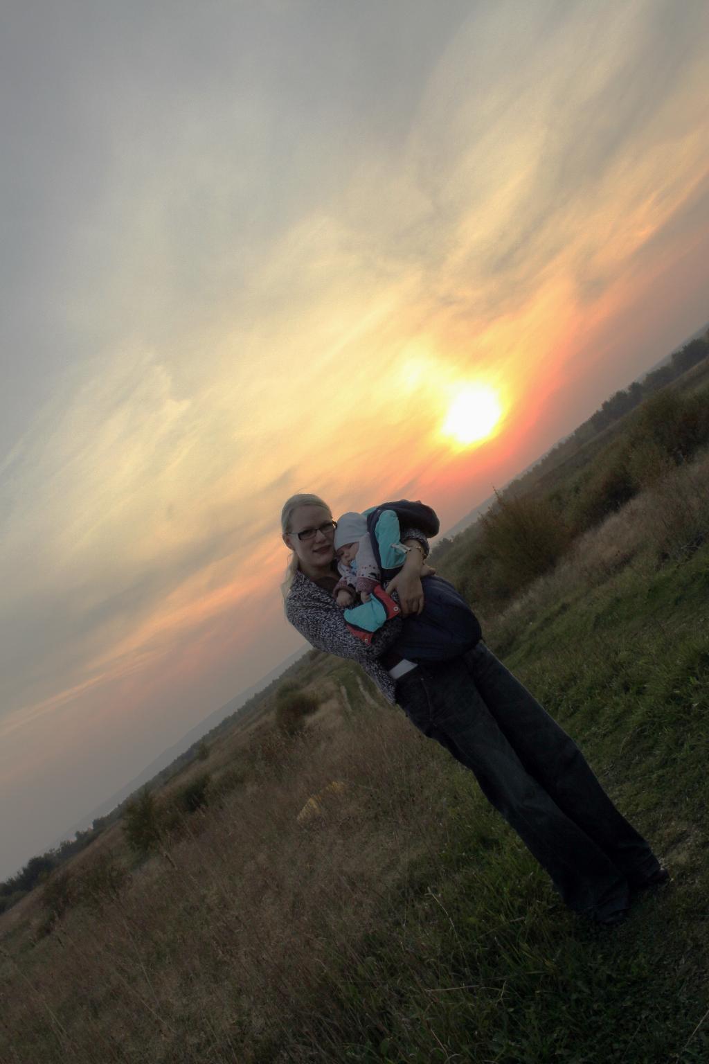 Степь на закате. С мамой на прогулке