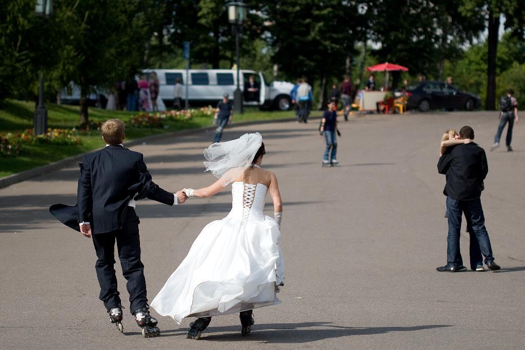 Свадебные покатушки. Лучшее свадебное фото