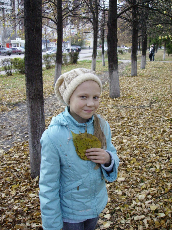 Осенний листочек упал на ветру....