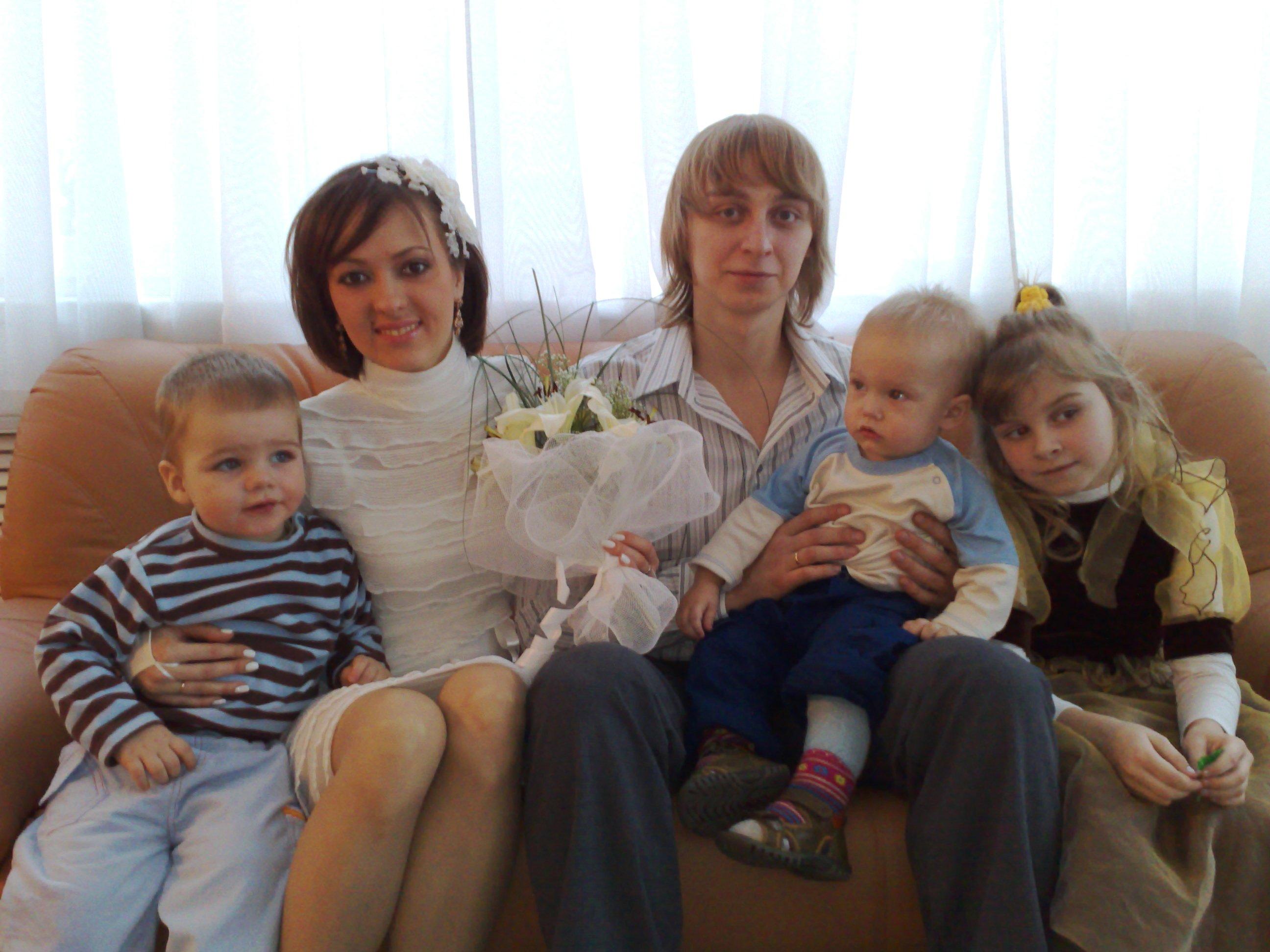 С милыми маленькими ангелочками. Лучшее свадебное фото
