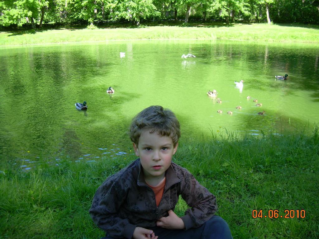 У озера. Детские портреты