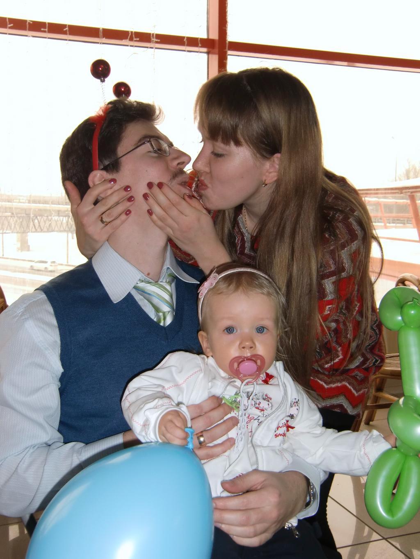 'Веселимся!'..семья на празднике.