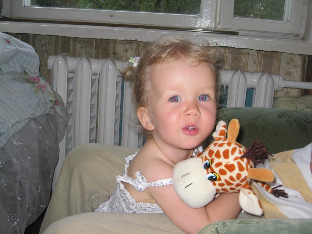 Дашка-милашка с жирафиком, 1,5года.