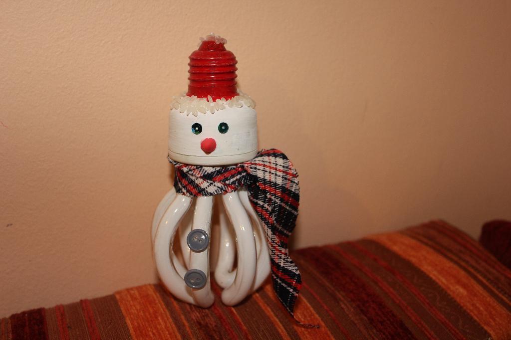 руками лампы снеговик из своими
