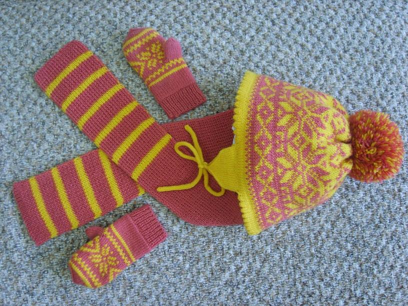 Шапка, варежки и шарф. Одежда для детей