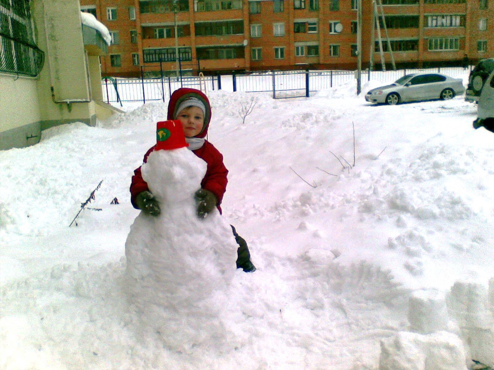 Лепим снеговичка.