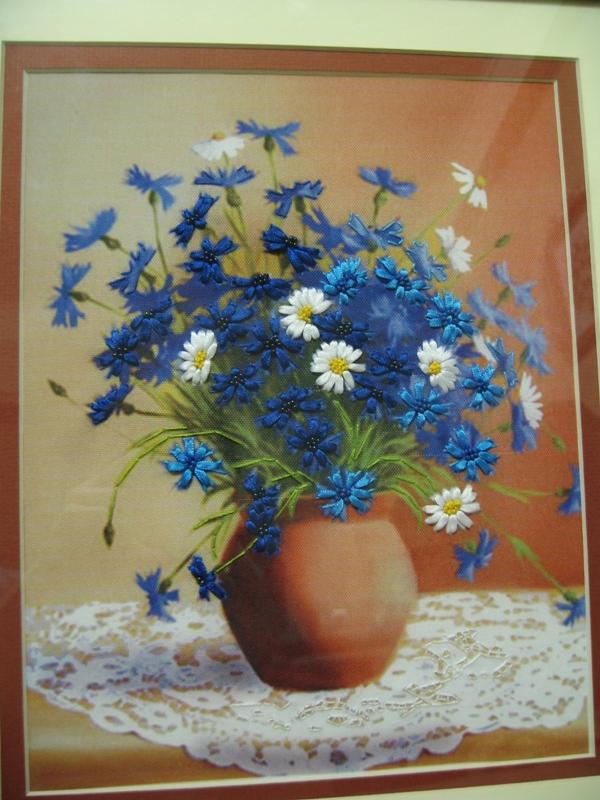 Васильки в вазе (Чарівна мить) - крупнее. Вышивка лентами
