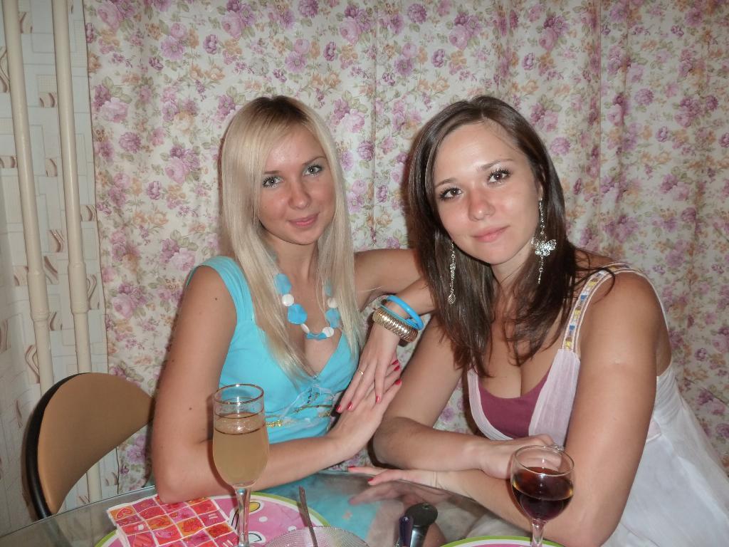 Домашние фото сестер #4