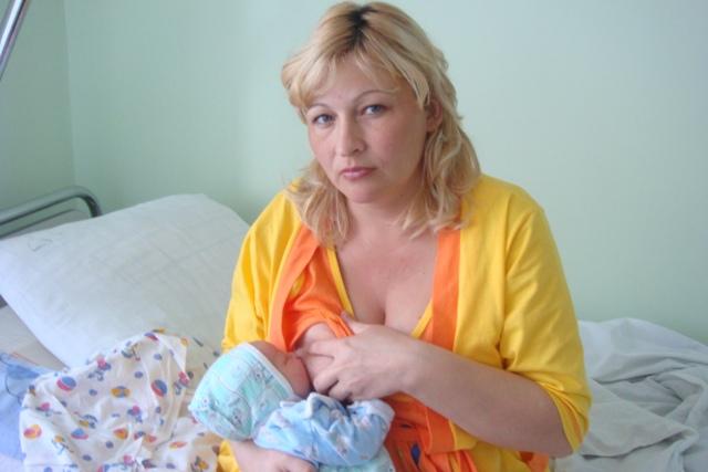 первое кормление малыша. Молочные реки