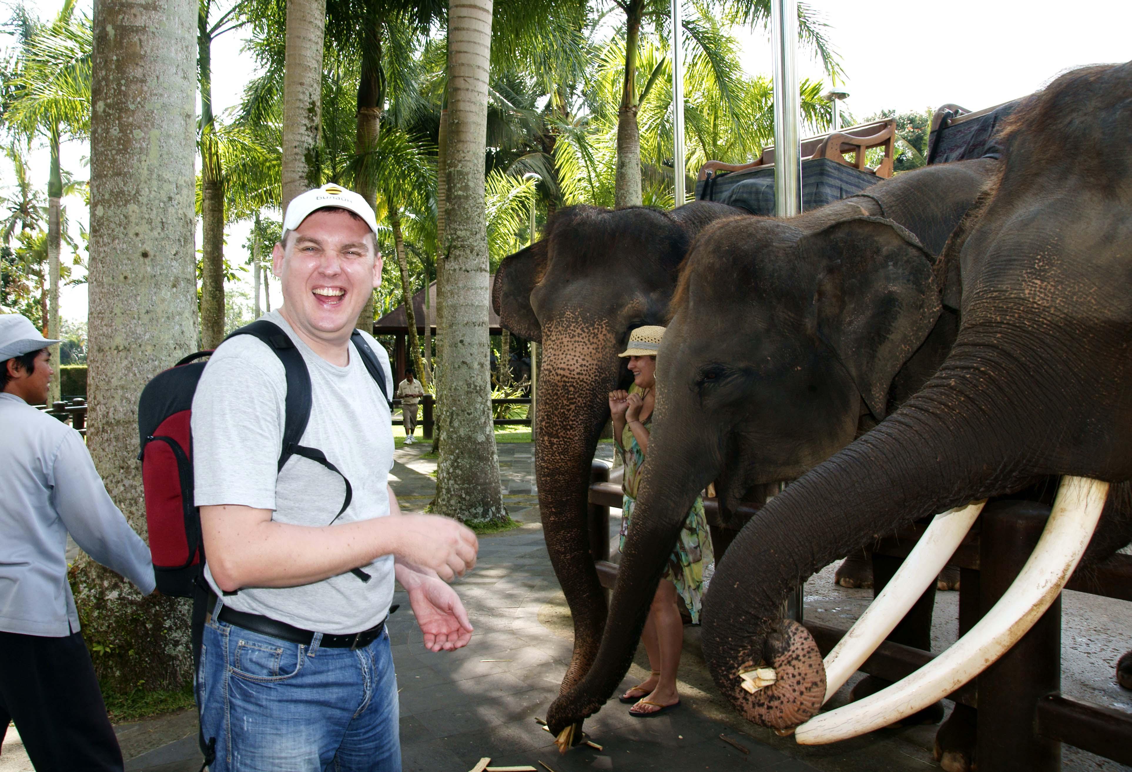 Мой друг слоненок!. Вокруг света