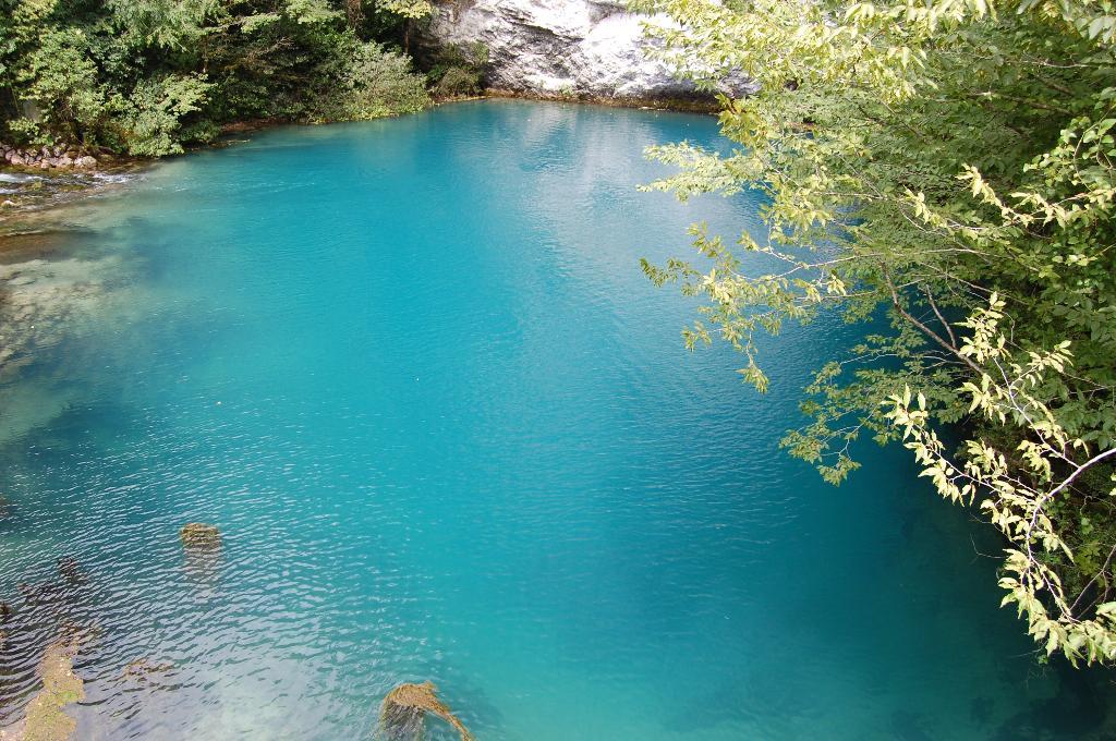 укладывают так голубое озеро в краснодаре фото волдырями, вскрывающимися даже