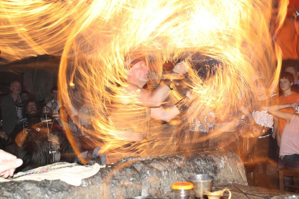 представление с огнем, Прага Детенице. Блиц: огонь