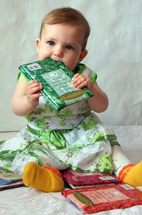 Любимые книжки нашей малышки!!!. Детские портреты