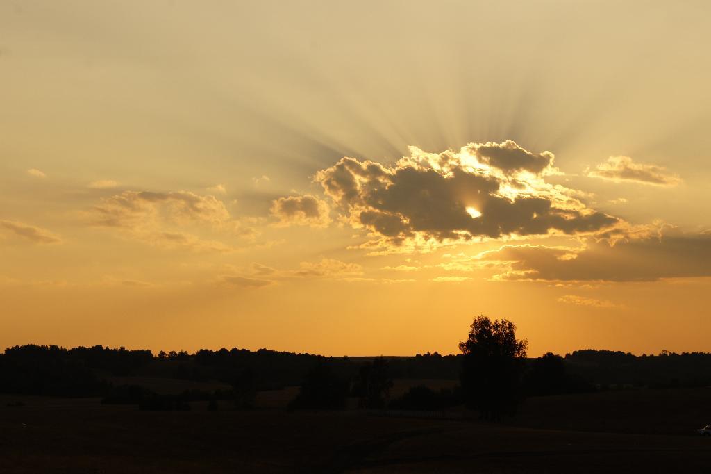 Луч света в тёмном царстве.... Блиц: небо