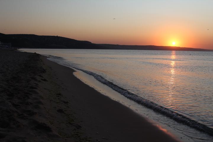 А вы встречали рассвет на пляже?. Блиц: рассветы и закаты
