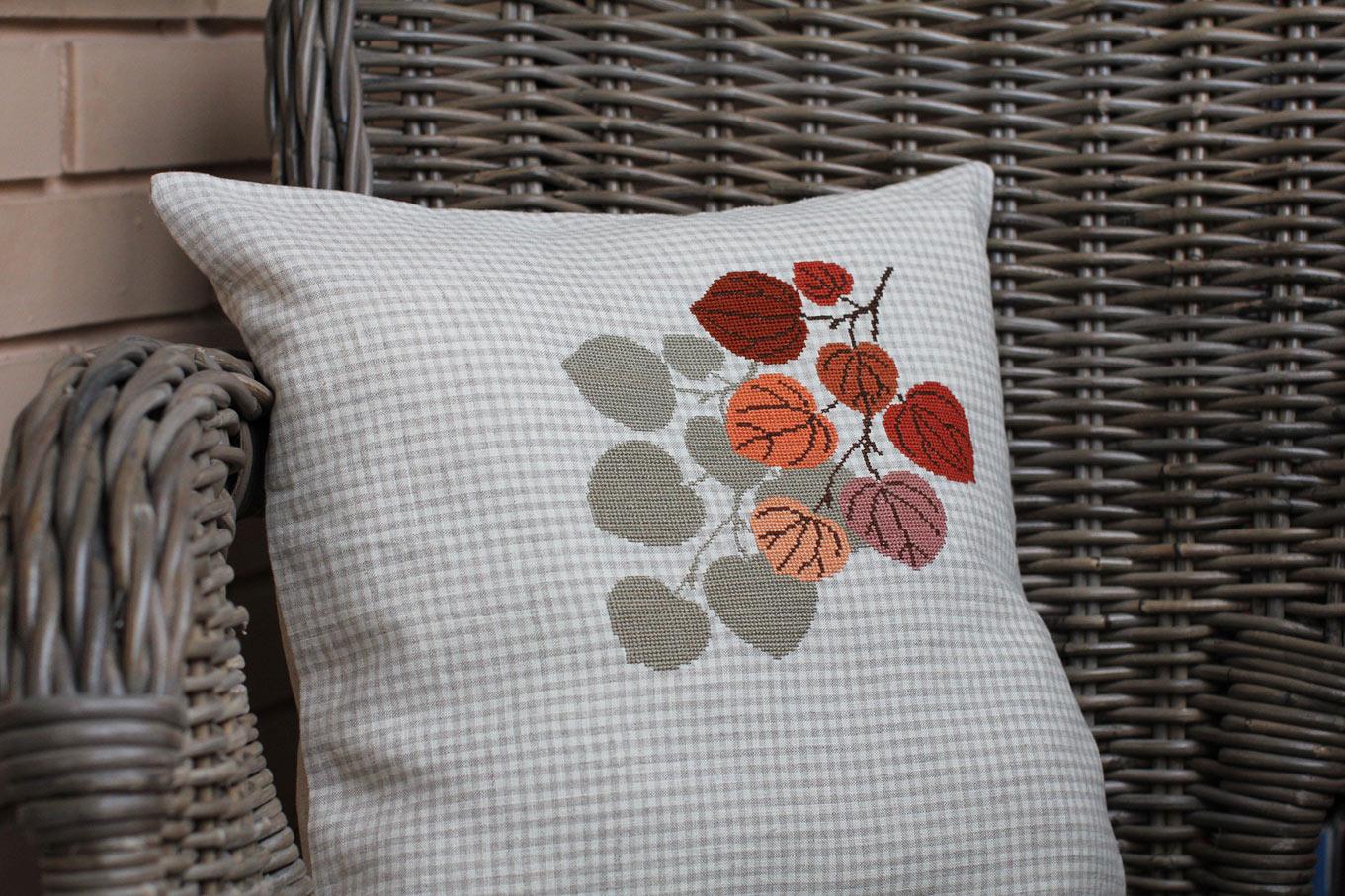 Осенняя подушка. Диванные подушки с вышивкой и без