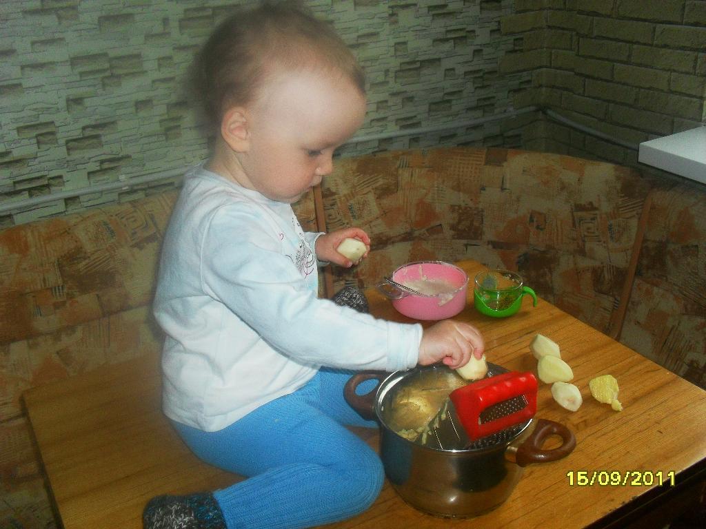 Учимся готовить драники.