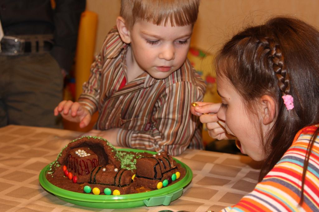 Я не понял, почему ты ешь мой торт? . Пальчики оближешь!