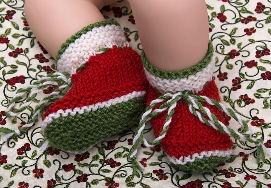 Вязаные пинетки к Новому году. . Перчатки, варежки, носки, пинетки, обувь