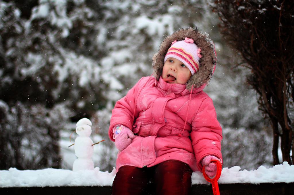 На дворе полно снежка. Я слепила снеговика.. Расти здоровым!