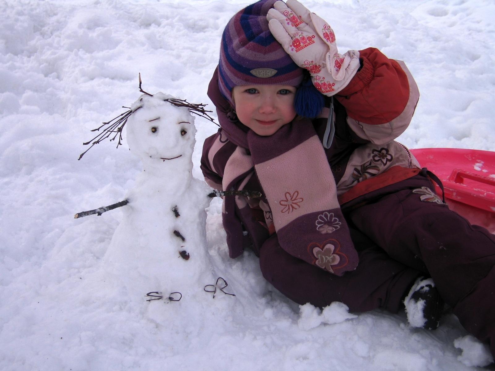 С маленькой снежной подружкой. Блиц: фигуры из снега и льда