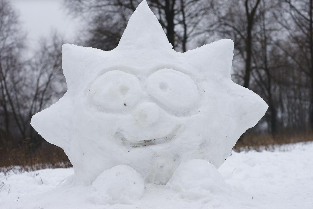 Снежный ЕжИк :). Блиц: фигуры из снега и льда