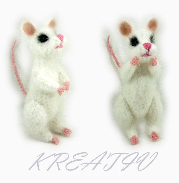 Мышь белая.. Вязаные игрушки