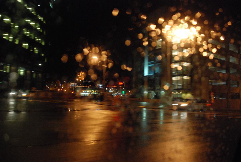 ночной дождливый Сиэтл.