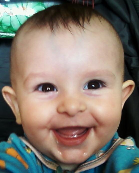 вот он - первый зуб!. Детские портреты