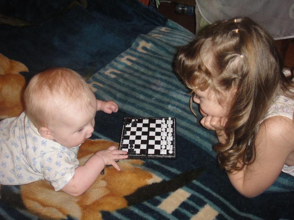 Давай, сестренка, поиграем!. Я играю
