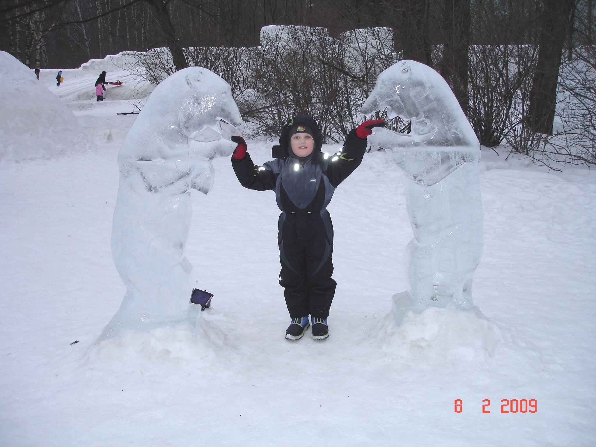 Друзья-медведи. Блиц: фигуры из снега и льда