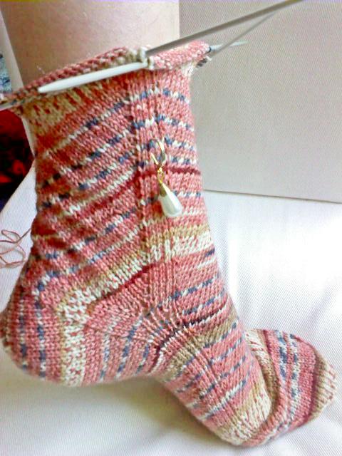 Носки Skew (наискосок). Перчатки, варежки, носки, пинетки, обувь