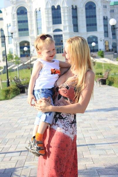 Мамулька и сынулька)))). Вместе с мамой