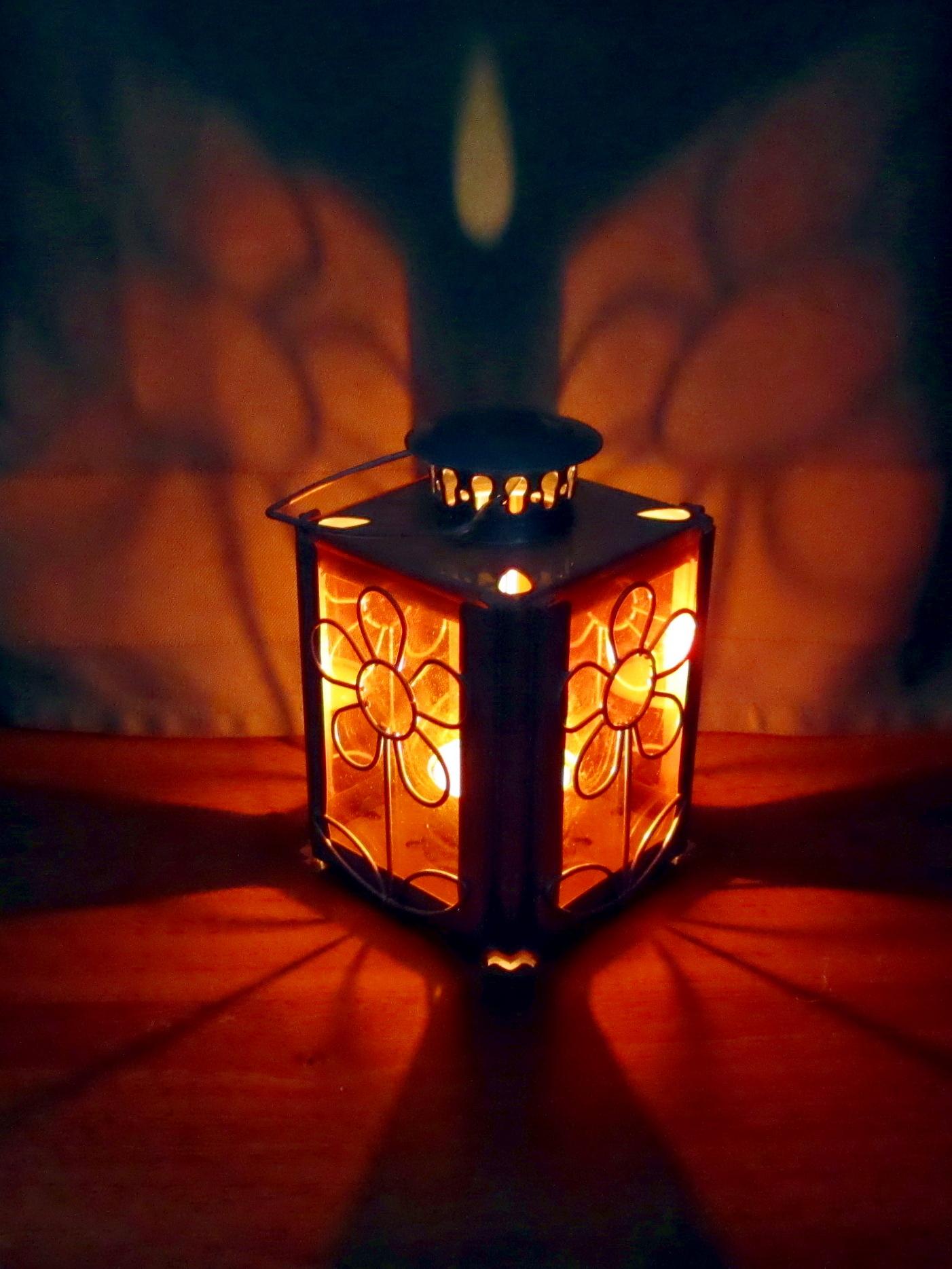 Освещённые свечёй.. Блиц: стекло