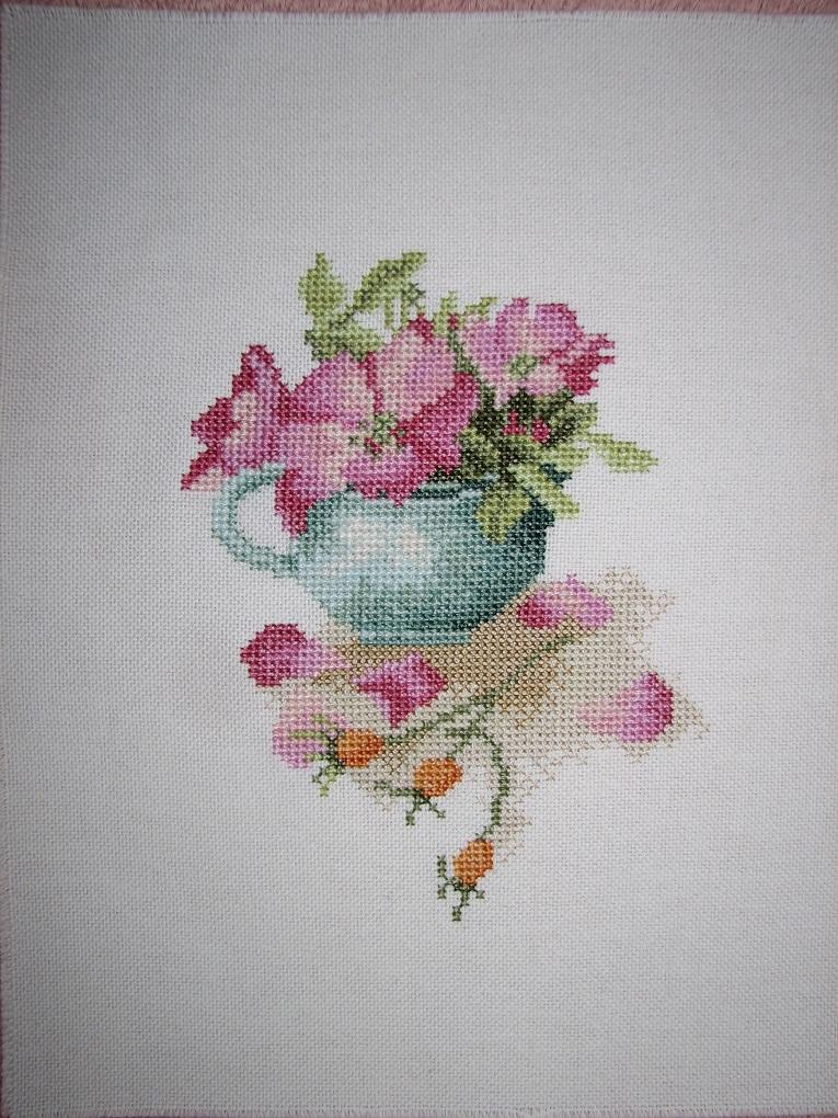 Шиповник в чашке Lanarte (34943). Растения (в основном цветы)