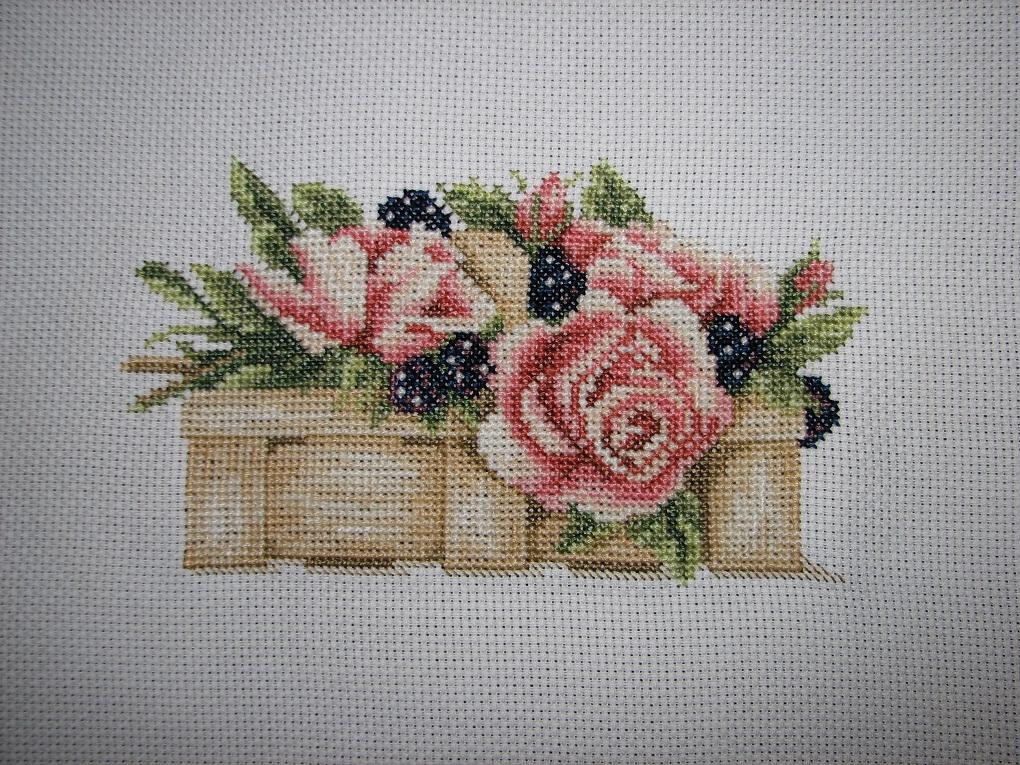 Цветы и ягоды в корзинке Lanarte (11101). Растения (в основном цветы)