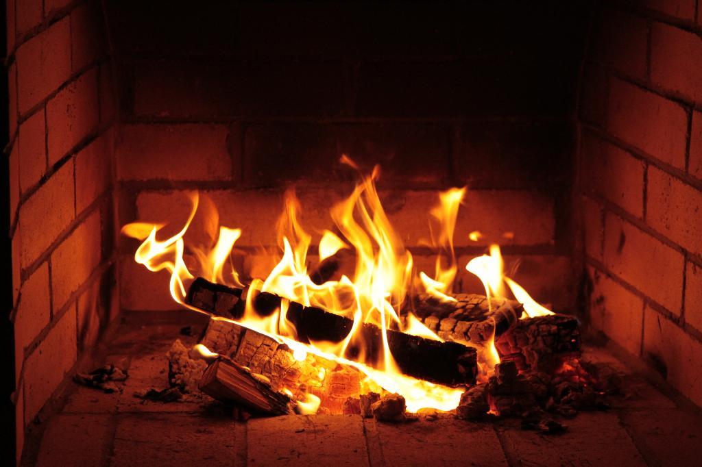 у камина. Блиц: огонь