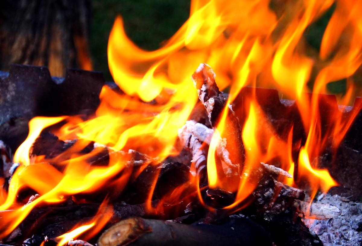 На огонь можно смотреть бесконечно.... Блиц: огонь