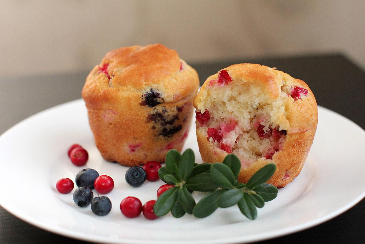 Маффины с лесными ягодами. Кулинария: торты и пирожные