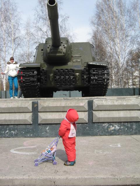 Да-а-а, в такой танк не поиграешь...... Мужские игры