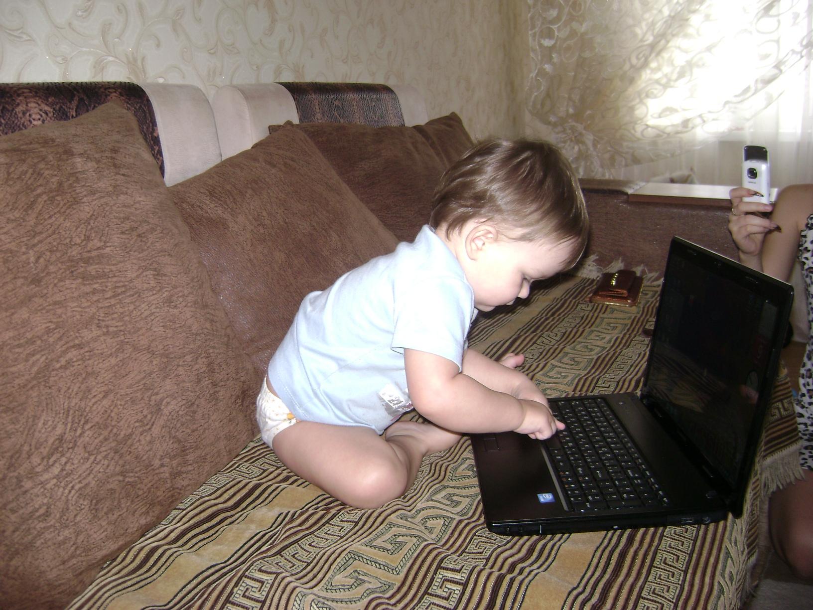 ребенок работает!. Любимый гаджет