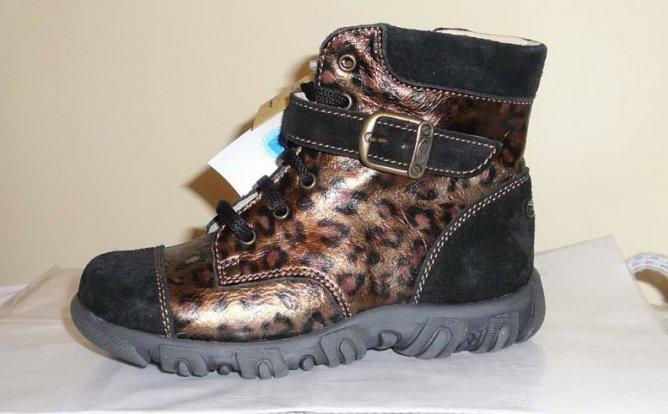 Ботинки для девочки. Обувь