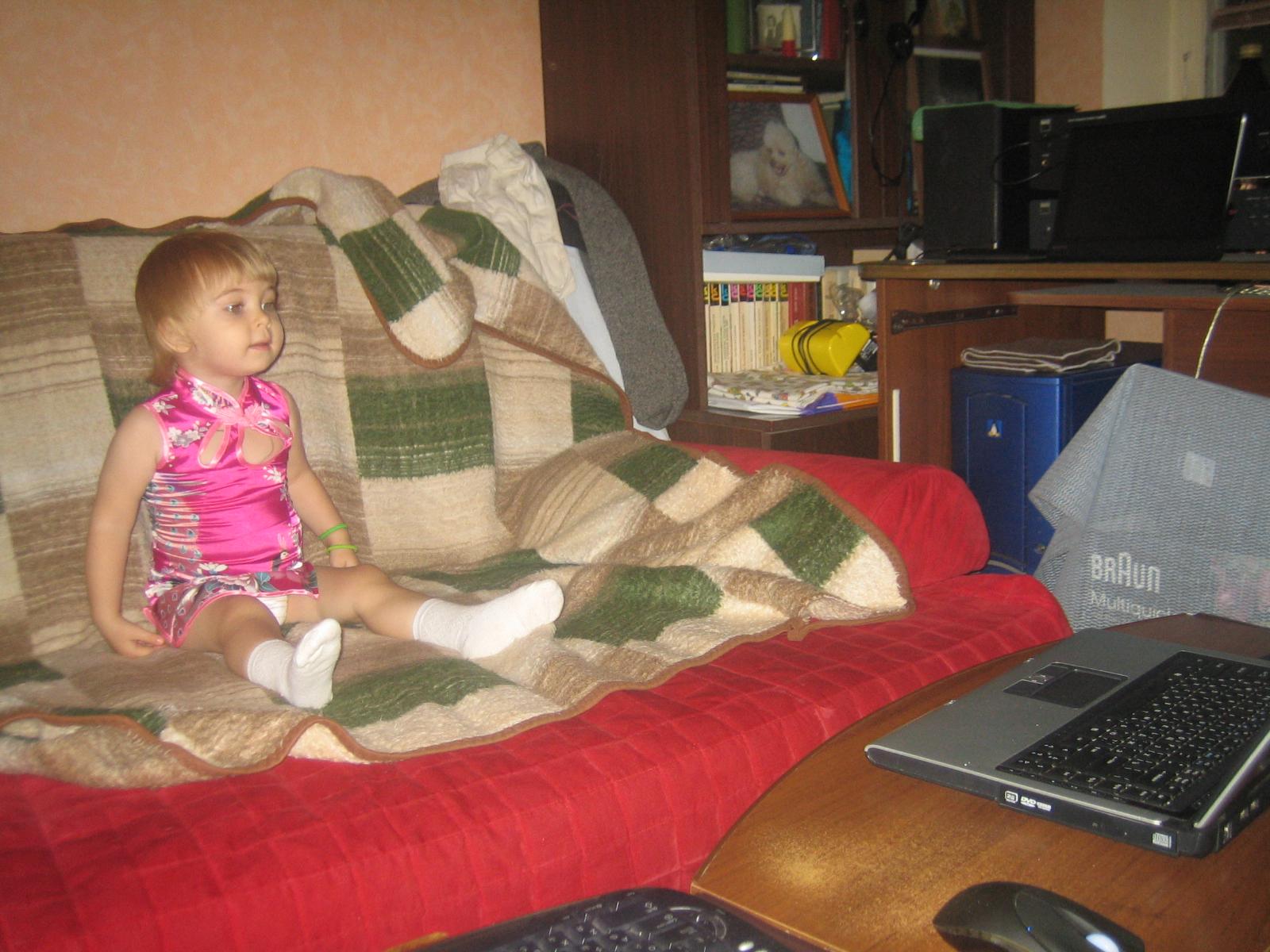 Евдокия смотрит 'Куми-куми'. Я люблю мультфильмы!