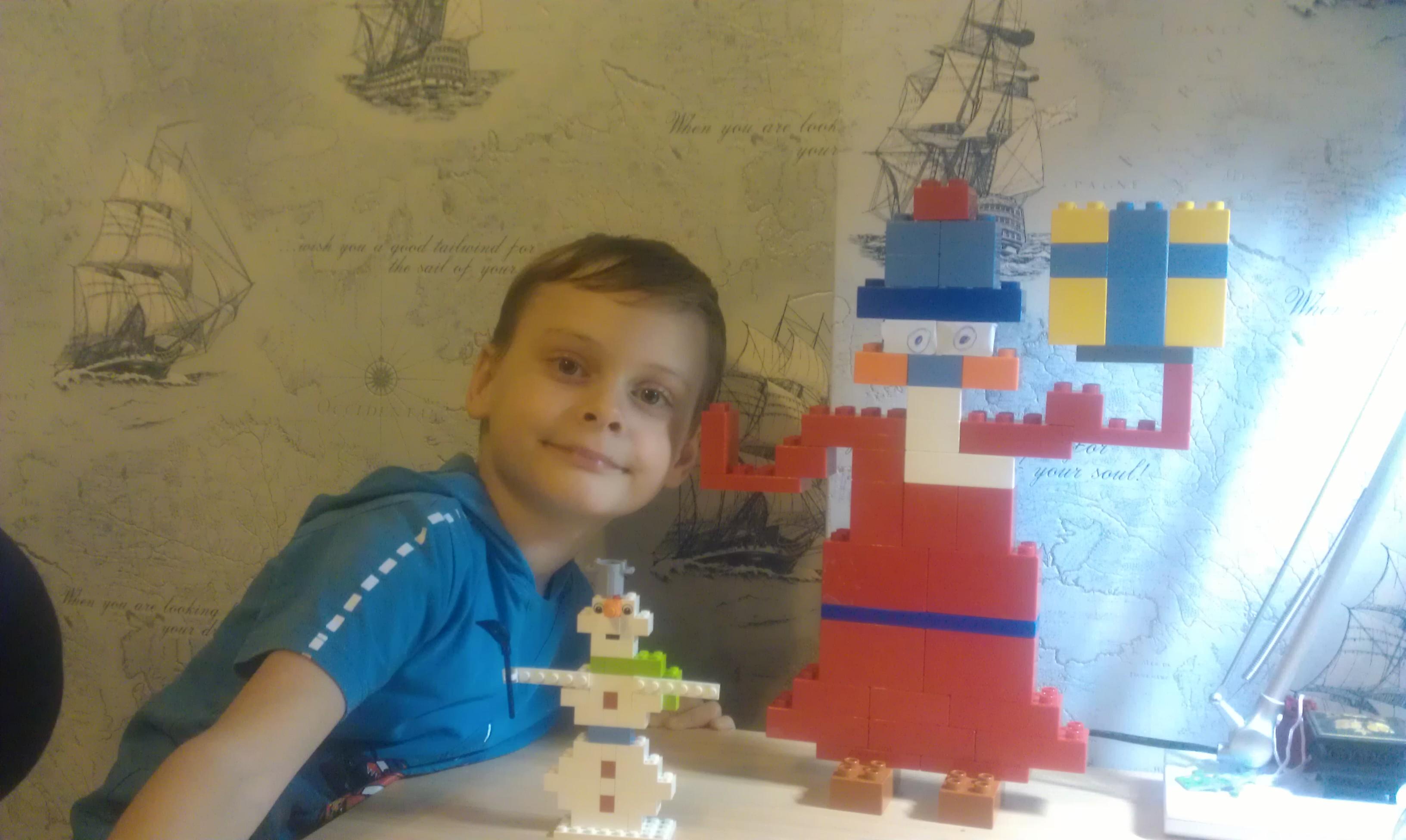 Дед Мороз-силач и снеговик из ЛЕГО. Наряди елку с LEGO