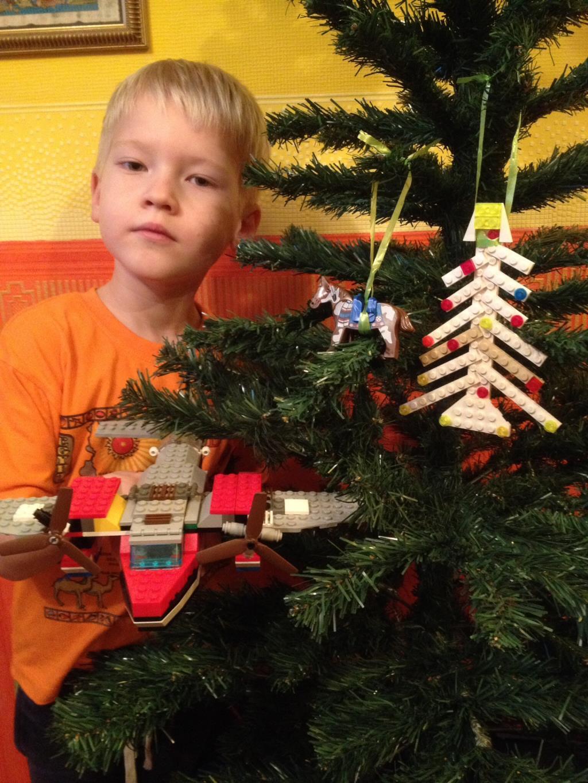 Легоелка. Наряди елку с LEGO