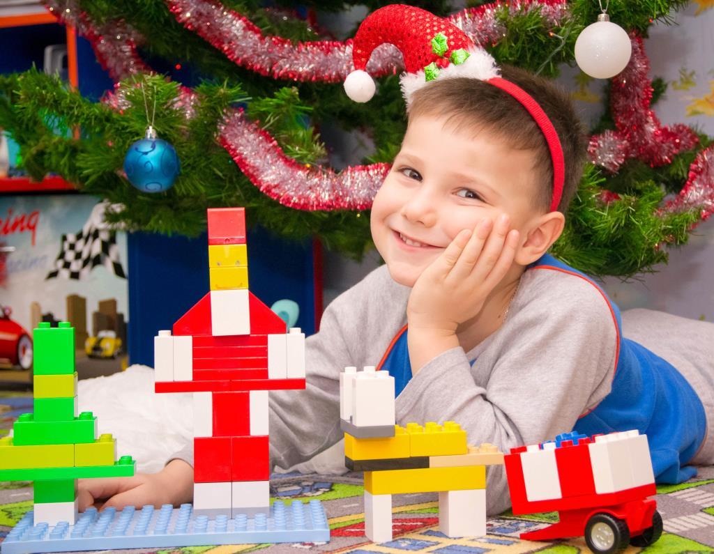 С Лего ёлку украшаю! С Лего Новый год встречаю! . Наряди елку с LEGO