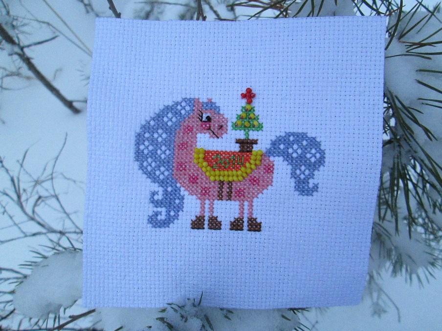 веселая лошадка. Рождественские и новогодние мотивы